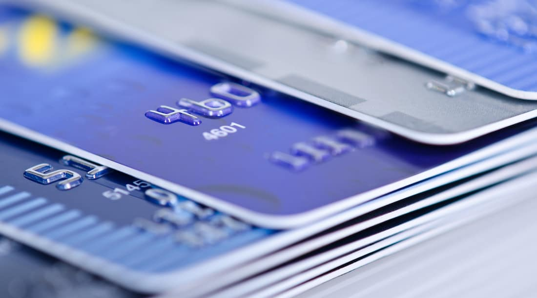 Use credit cards to build credit score