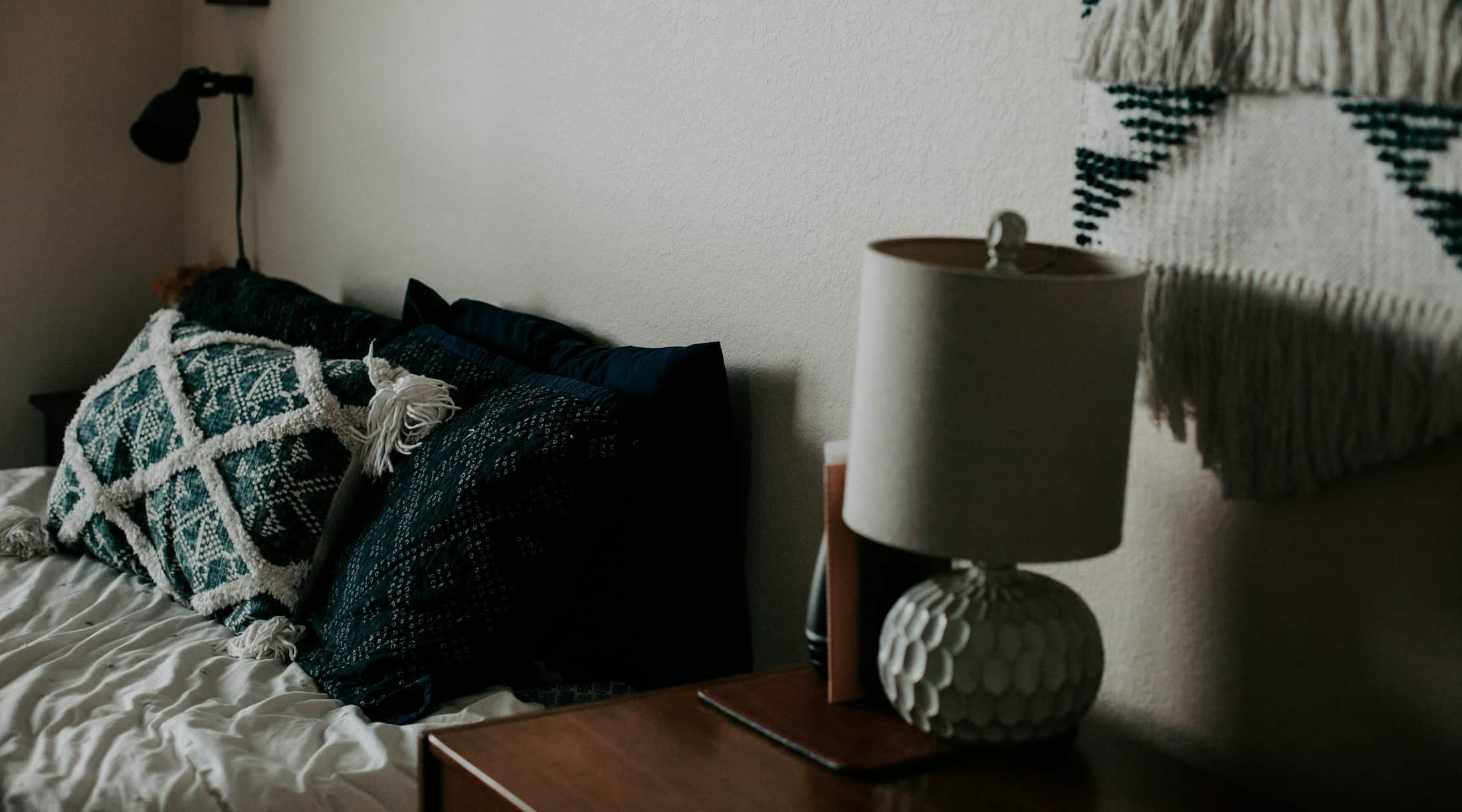 Create welcoming atmosphere in your guest room